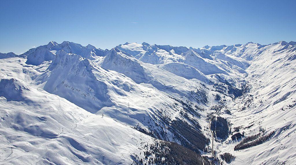Obergurgl liegt am Ende des Ötztals, umgeben von zahlreichen 3000ern - © Ötztal Tourismus/Anton Klocker - Obergurgl-Hochgurgl Tirol