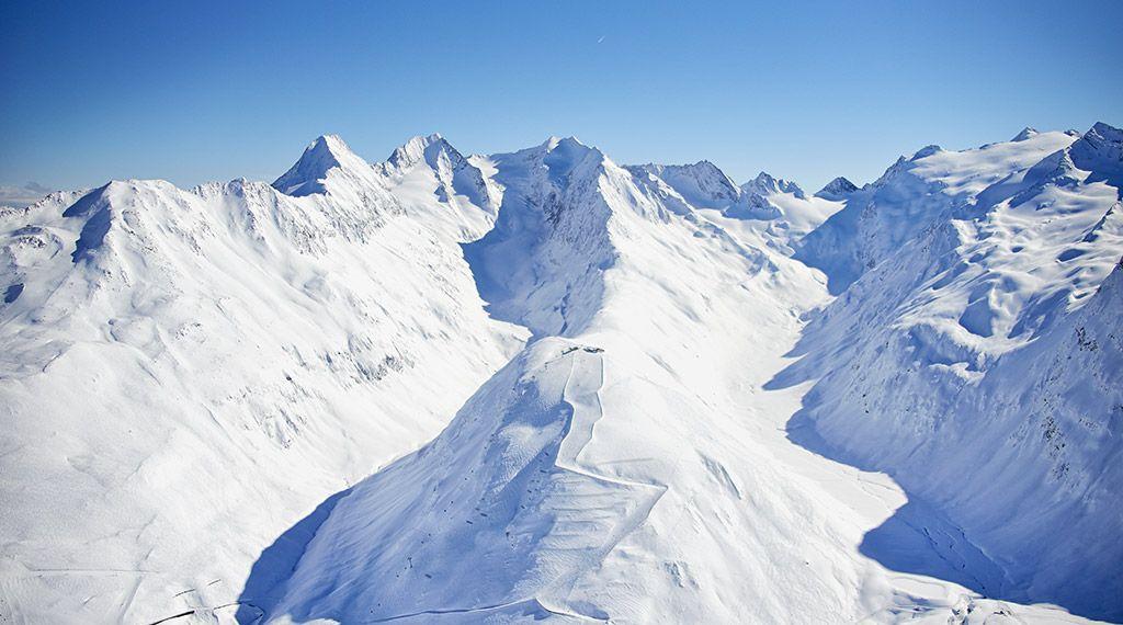 Auf der Hohen Mut erwarten Sie in der Hohen Mut Alm traumhafte Ausblicke und kulinarische Leckerbissen - © Ötztal Tourismus/Anton Klocker - Obergurgl-Hochgurgl Tirol
