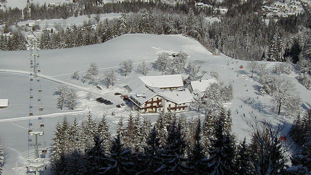 Kleines Hotel direkt an der Skipiste - Berghof Sturmgut - Bergidylle pur & neben Skipiste Hinterstoder