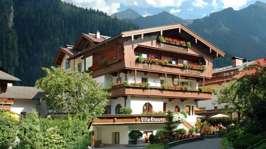 ... homey Tirolean house - Appart & Hotel garni VILLA KNAUER Mayrhofen
