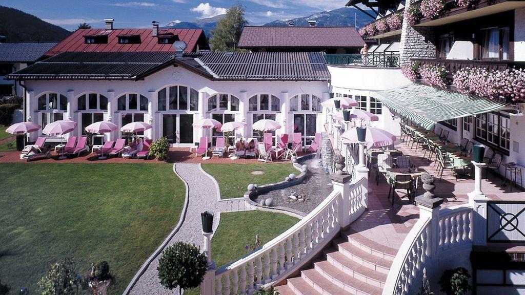 Ansicht Hotel Sommer schön - Hotel Moisl-Wellnesshotel in Abtenau- Lammertal Abtenau