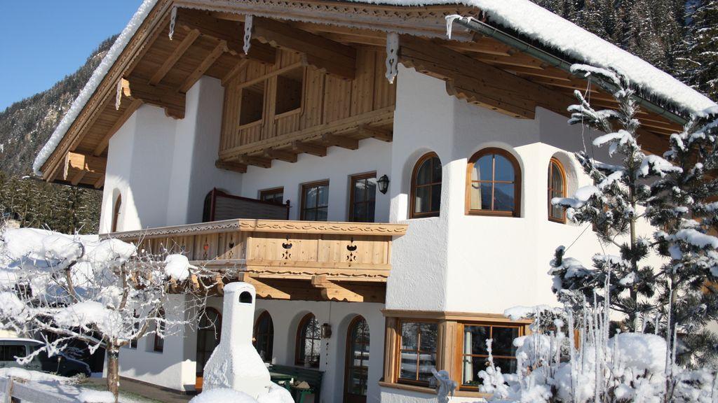 Hausansicht Winter - Alpenresidenc Vronis Waldhaus Mayrhofen