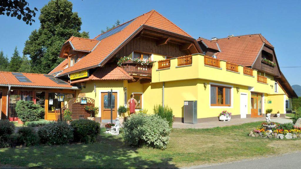 Unser schöner Gasthof  - Gasthof- Gaestehaus Seeblick Zeutschach
