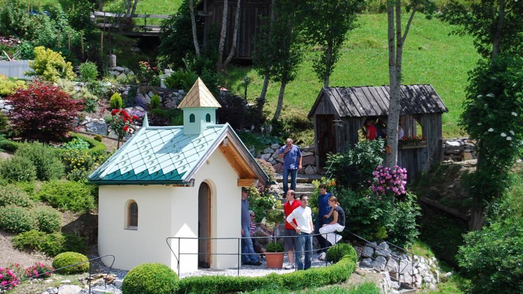 Panoramagarten mit Kapelle - Hotel Ferienschloessl Haiming-Ochsengarten