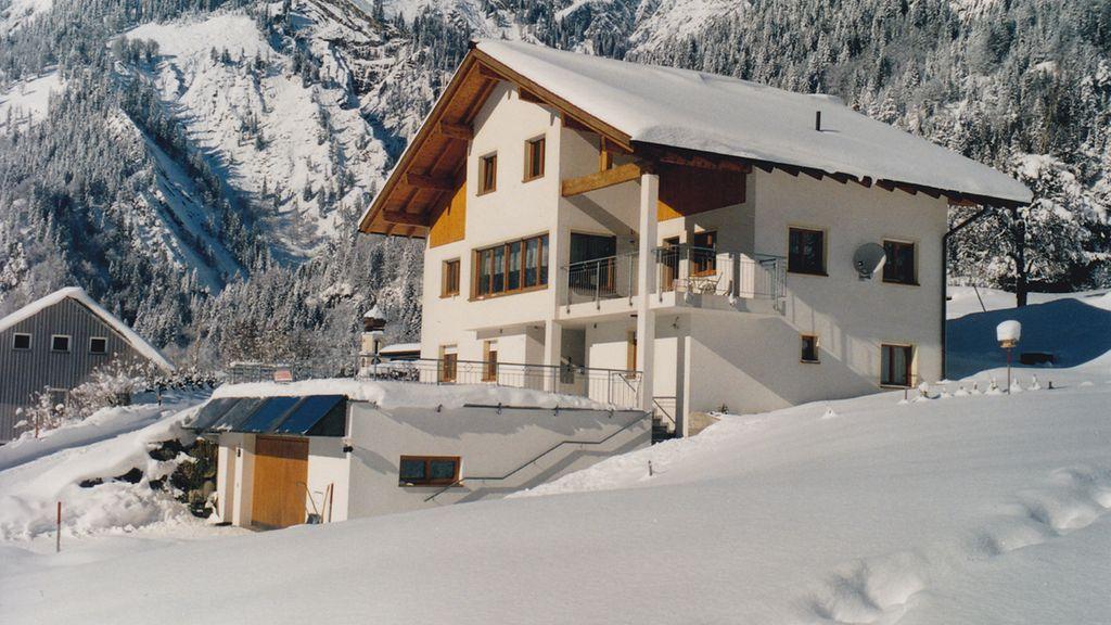 Haus im Winter - Apartment Fritz Dalaas/Wald