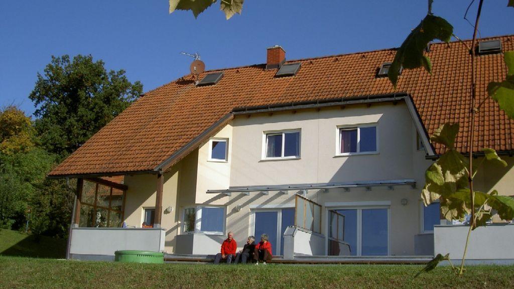 Südansicht - Ferienhaus am Schlosshang Hohenbrugg-Weinberg