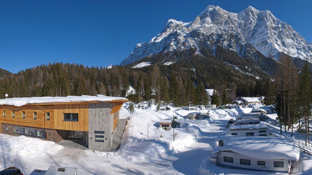 Bäderhaus Winter - Tiroler Zugspitze Komfort CAMPING Ehrwald