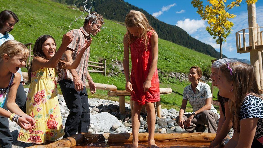 Spaß mit der ganzen Familie - © Tourismusverband Paznaun – Ischgl