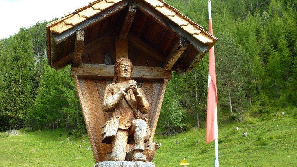 Selbst Schnitzereien von den Heiligen lassen sich hier auffinden. - Karroesten Tirol
