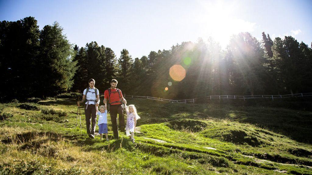Wandern mit der Familie © Ötztal Tourismus/Christoph Schöch