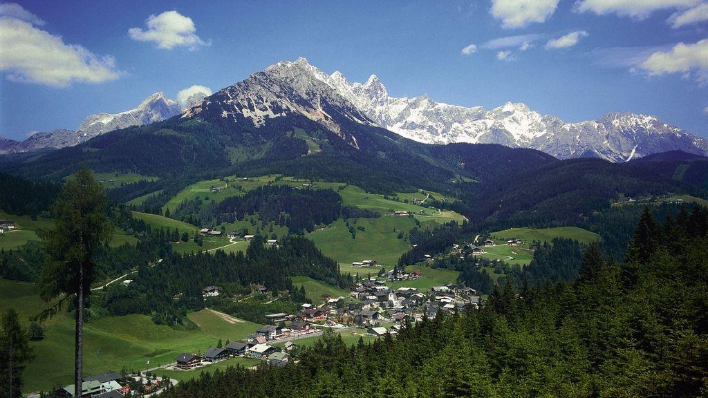 Filzmoos mit Dachstein - Bischofsmütze - Foto: Österreich Werbung / Weinhäupl