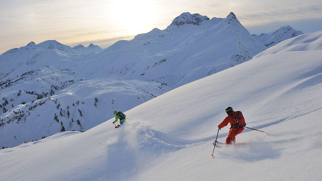 Skifahrer zwischen Lech und Warth - © Sepp Mallaun/Vorarlberg Tourismus - Vorarlberg