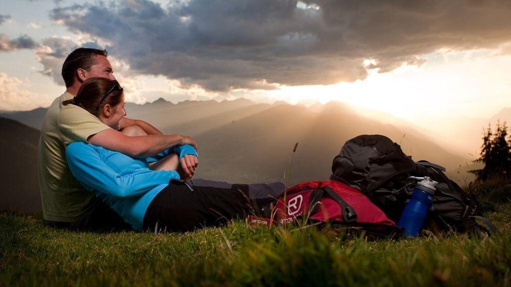 Wanderpause mit Panoramablick - Copyright: TVB Tiroler Oberland