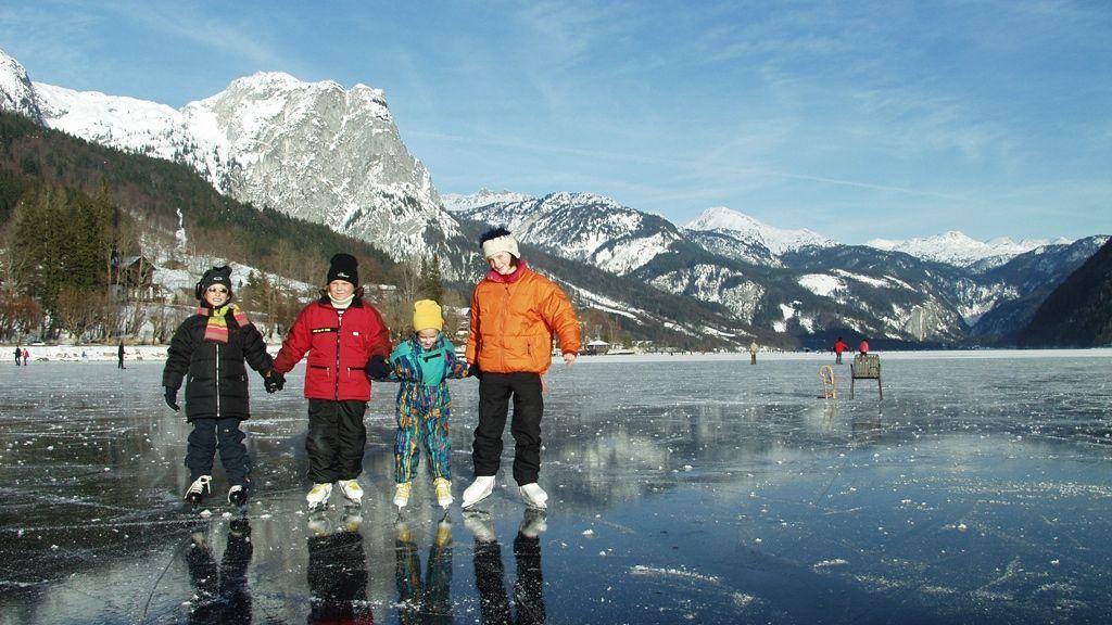 Eislaufen am Grundlsee - © Tornow