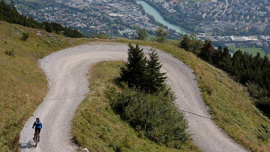 Mountainbiker oberhalb von Innsbruck - © Tirol Werbung/Markus Jenewein - Tirol