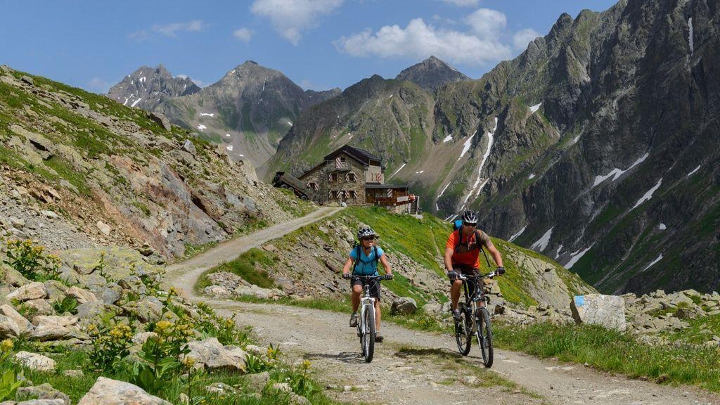 St. Anton am Arlberg ist mit 200 Kilometern markierten Strecken ein Dorado für Mountainbiker - Bildnachweis: TVB St. Anton am Arlberg / Wolfgang Ehn