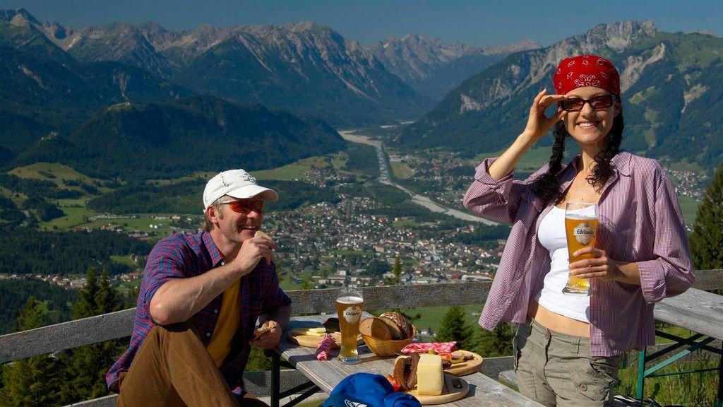 Genießen Sie das wunderschöne Panorama von einer der urig-gemütlichen Almen und Hütten der Region... - Reutte Tirol