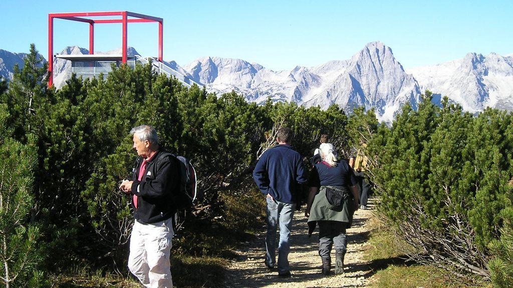 Aussichtsplattform mit Blick über das Tote Gebirge - Foto: TVB Pyhrn Priel/Sulzbacher