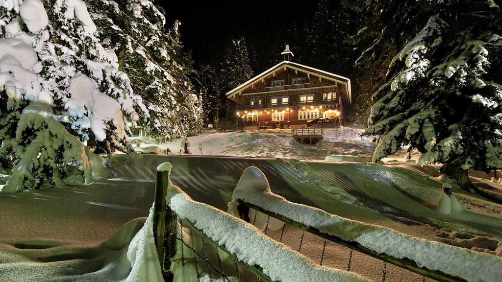 Weihnachtliche Idylle beim Museum im Arlberg-Kandahar-Haus in St. Anton am Arlberg - Bildnachweis: TVB St. Anton am Arlberg / Wolfgang Burger