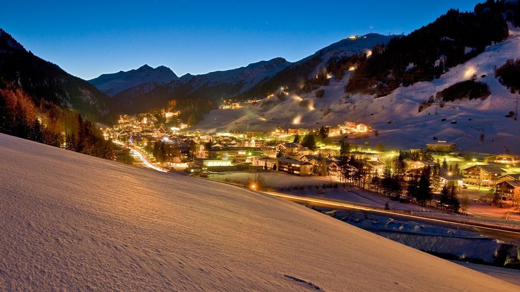 Abendstimmung in dem internationalen Bergdorf - Bildnachweis: TVB St. Anton am Arlberg / Wolfgang Burger
