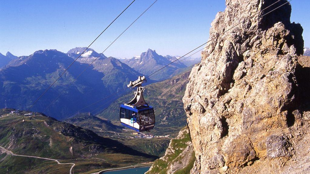 Die Vallugabahn schwebt über St. Anton am Arlberg - Bildnachweis: TVB St. Anton am Arlberg