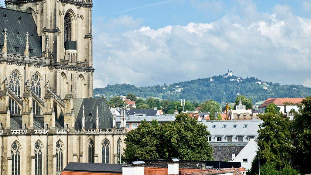 Mariendom und Pöstlingberg (c) linztourismus / A Sigalov - Linz Oberoesterreich