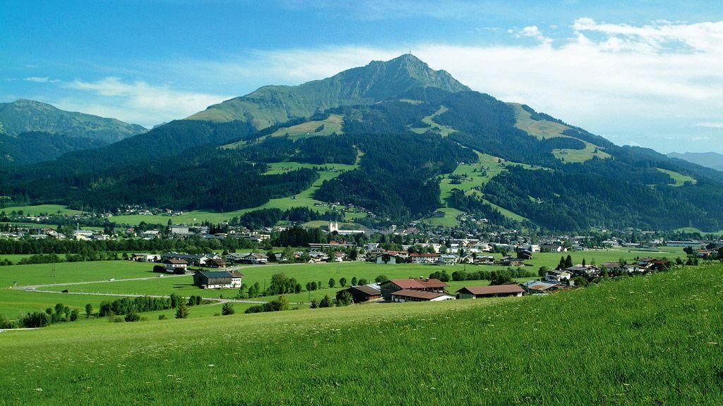 Ortsansicht St. Johann in Tirol mit Kitzbüheler Horn - © by TVB Kitzbueheler Alpen St. Johann in Tirol