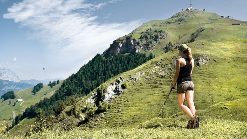 Frau beim Nordic Walking - © by Kitzbuehel Tourismus - Medialounge