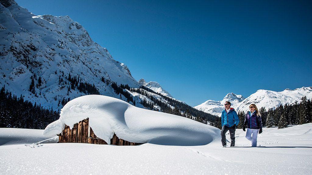 Winterwandern am Arlberg - © Lech Zürs Tourismus/Christoph Schoech - Arlberg Vorarlberg