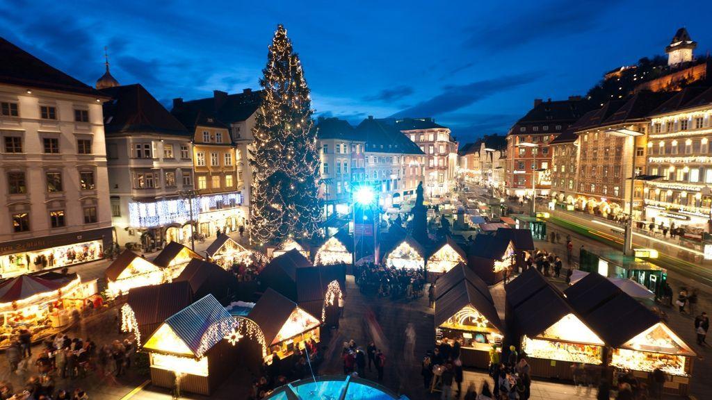 Christkindlmarkt vor dem Rathaus am Hauptplatz © Graz Tourismus - Harry Schiffer