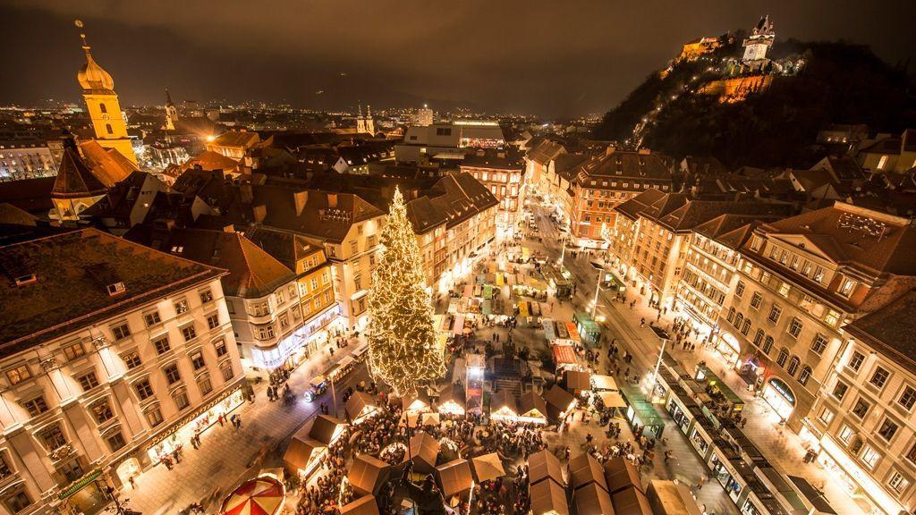 Christkindlmarkt vor dem Rathaus am Hauptplatz © Graz Tourismus - Foto Fischer