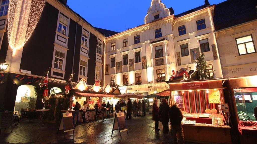 Adventmarkt am Glockenspielplatz © Graz Tourismus - Harry Schiffer
