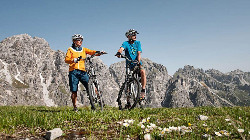 Mountainbiken im Stubaital - Foto: TVB Stubai/Andre Schönherr
