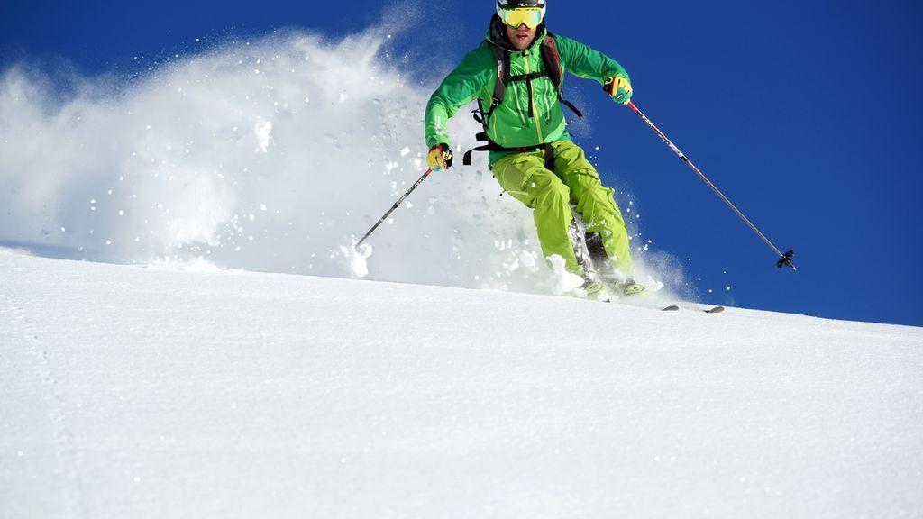 Herrliche Tiefschneeabfahrt im Skigebiet Mellau-Damüls - Mellau Vorarlberg