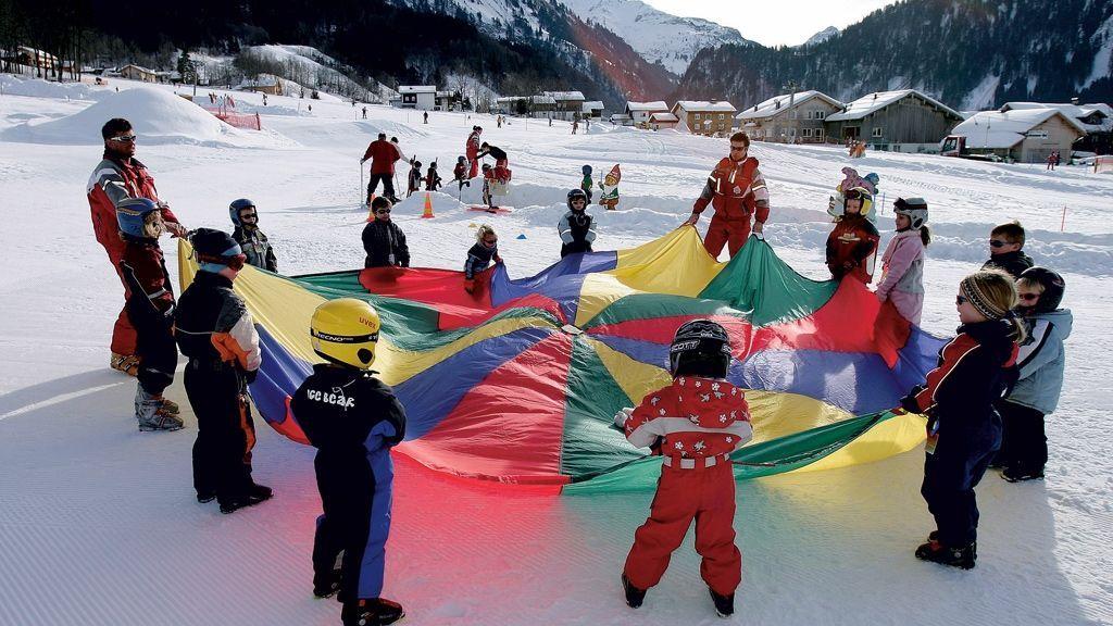 Kinderskikurs im Skigebiet Diedamskopf - Foto: walser-image.com / Diedamskopf