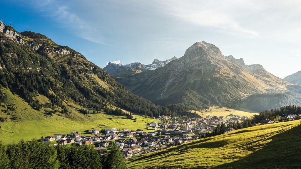 Blick auf Lech Zürs - Lech Zuers Tourismus by Hanno Mackowitz