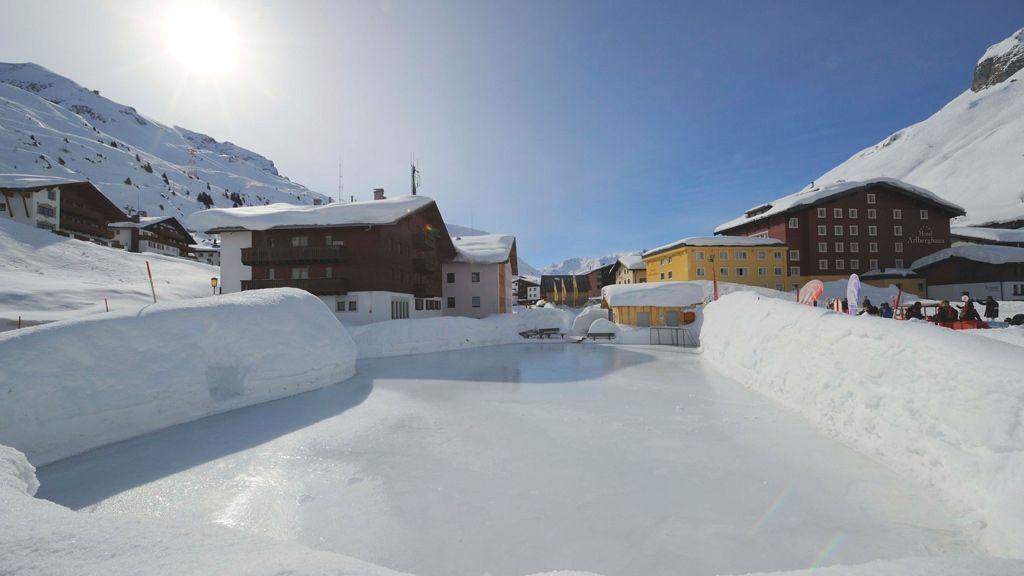 Lech Zuers am Arlberg, Zuerser Eislaufplatz - by Sepp Mallaun (c) LZTG