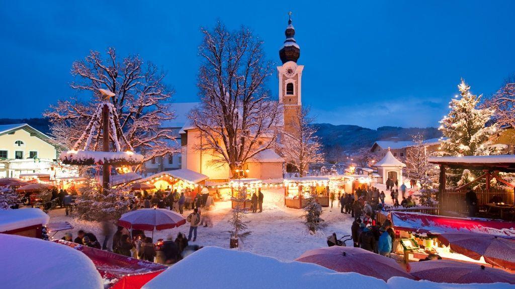 (c) Ikarus / Salzburger Sportwelt - Unsere 8 Ferienorte bieten traditionelle Weihnachtsmärkte, bei denen du viele kleine Highlights entdecken kannst. Lichterketten, die verschneite Landschaft, der Duft von heißen Maroni und Punsch - erlebe den ganz besonderen Zauber und Charme der Adventmärkte.