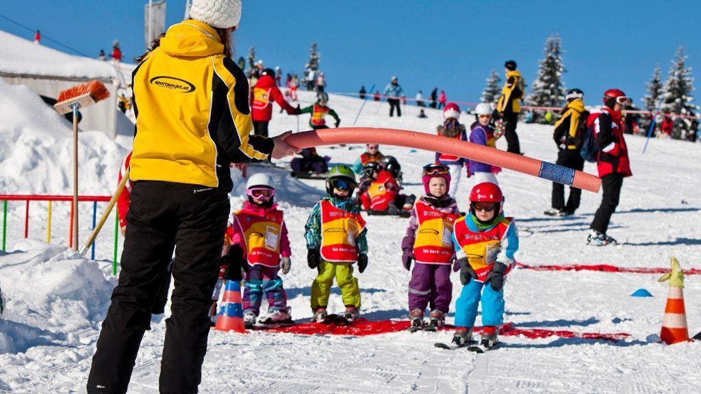 (c) Ikarus / Salzburger Sportwelt - Die Skischulen der Salzburger Sportwelt sind einfach top: Skistars wie Hermann Maier und Michael Walchhofer haben das Skifahren dort erlernt. Mit speziellen Übungsliften und -pisten, Kinderländern und ausgebildeten Betreuern macht das Lernen sogar Spaß!