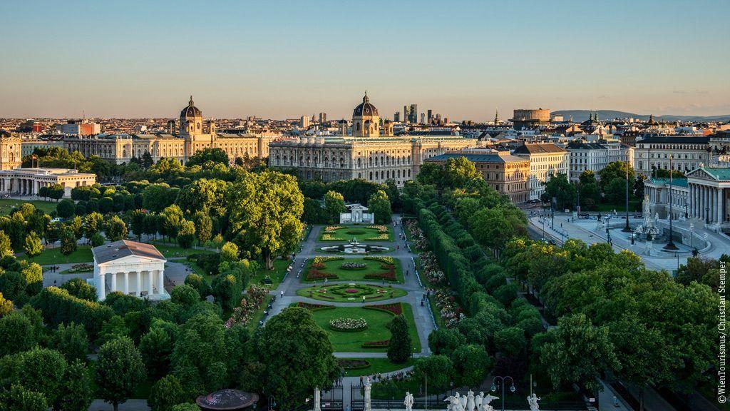 Blick auf Volksgarten, Museen und Parlament  ©WienTourismus/Christian Stemper