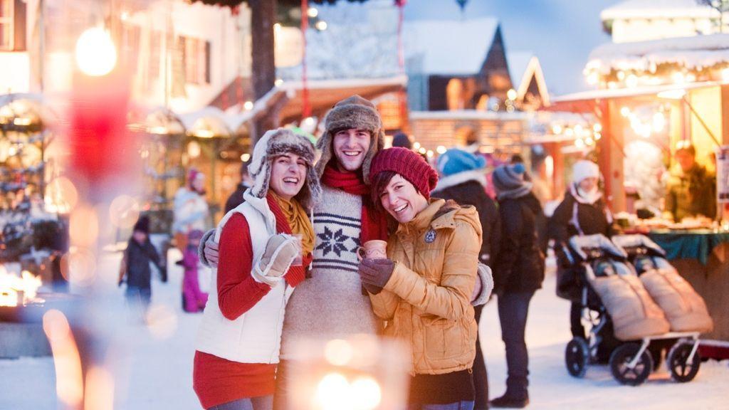 (c) Ikarus / Salzburger Sportwelt - Bei unseren Weihnachtsmärken liegt Adventzauber in der Luft. Glühwein, Punsch, heiße Maroni, Zimtstangen und viele kleine Accessories bringen dich hier so richtig in Weihnachtsstimmung.