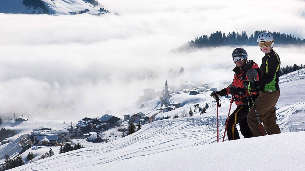 Skifahrer in Warth - © Adolf Bereuter/Bregenzerwald Tourismus - Bregenzerwald Vorarlberg