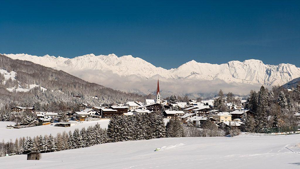Blick auf Mieders mit Nordkette - © TVB Stubai Tirol - Stubai Tirol