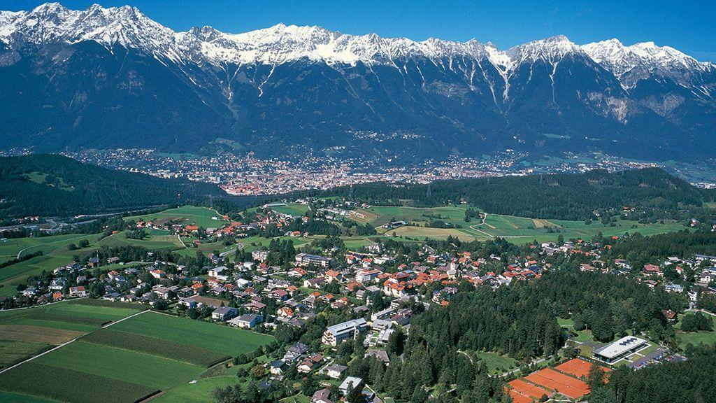 Blick auf Igls und Innsbruck  - Foto: Innsbruck Tourismus