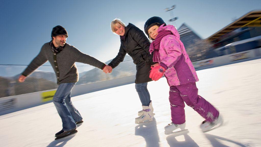 Eisstockschießen, besser gemeinsam als einsam... - Imst Tirol