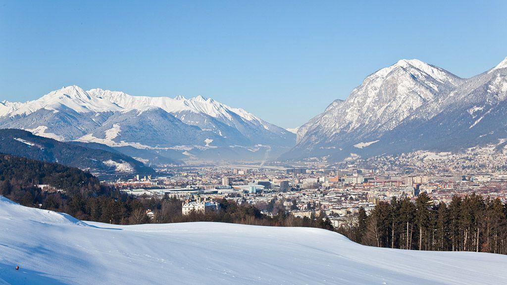 Panorama von Schloss Ambras über die Stadt - © Innsbruck Tourismus - Innsbruck Tirol