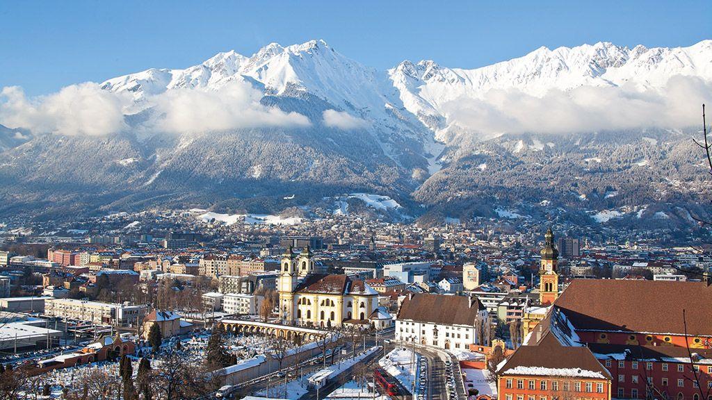 Stift Wilten und die Nordkette - © Innsbruck Tourismus - Innsbruck Tirol