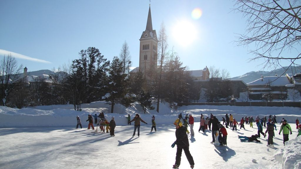 Eislaufen mitten in Radstadt - Foto: TVB Radstadt