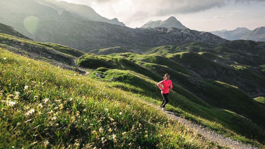Laufen in der RegionLech Zürs © Lech Zuers Tourismus/Hanno Mackowitz