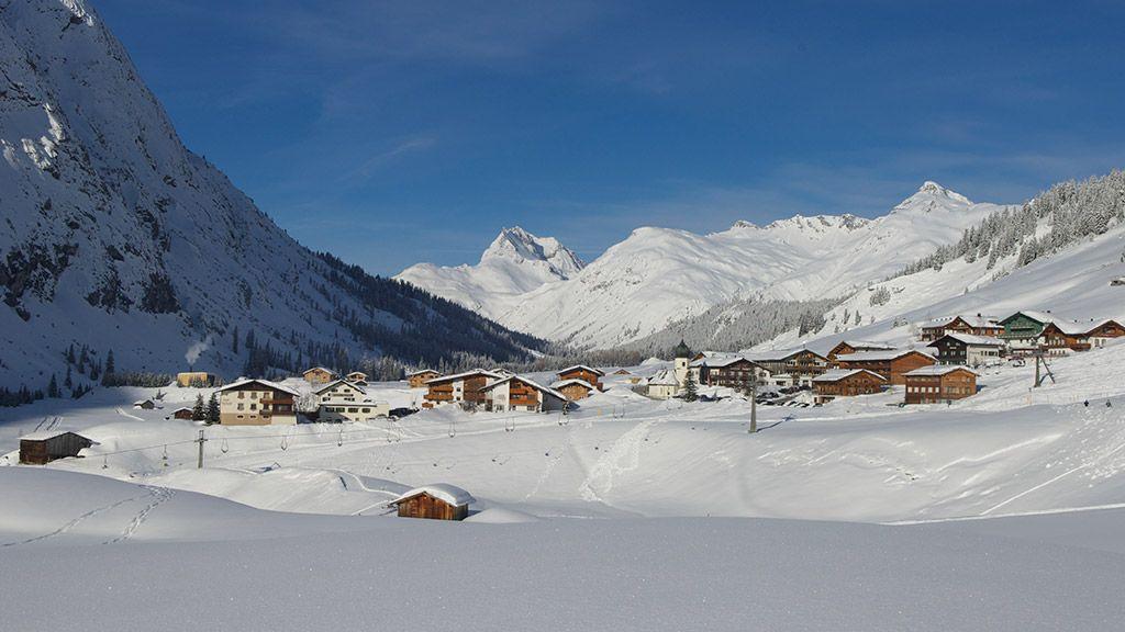 Die romantische Ortschaft Zug - © Lech Zürs Tourismus/Sepp Mallaun - Lech am Arlberg Vorarlberg